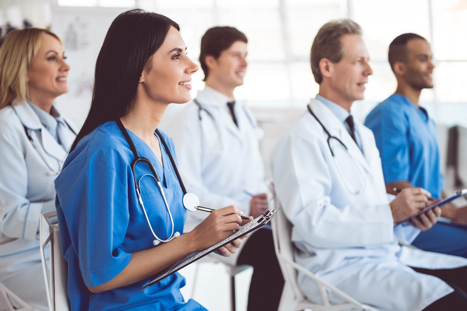 medical-doctors-at-the-conference-YVYN2D3-1